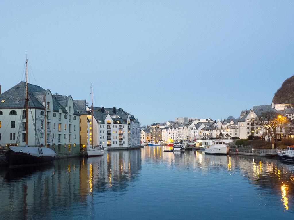 Tag 07: Blaue Stunde in Ålesund