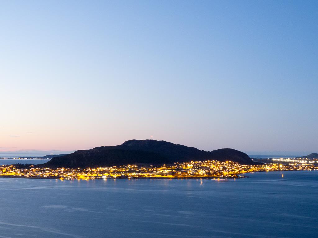 Tag 07: Ålesund von oben bei Nacht