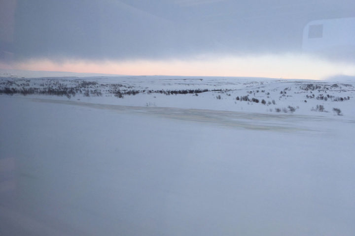 Überquerung des Polarkreis auf der Nordlandsbanen im Winter