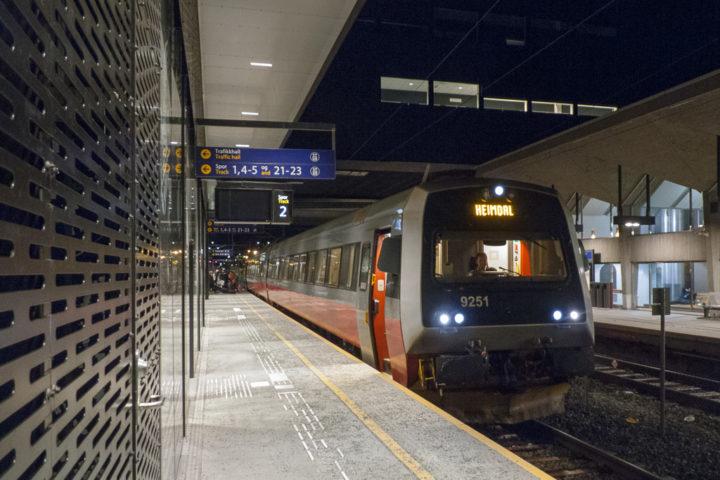 Trondheim Bahnhof Ankunft NSB Triebwagen
