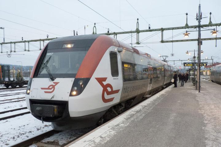 Tåg i Bergslagen am Bahnhof Falun