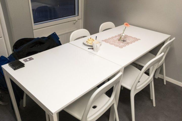 Frühstückstisch im Hostel in Göteborg