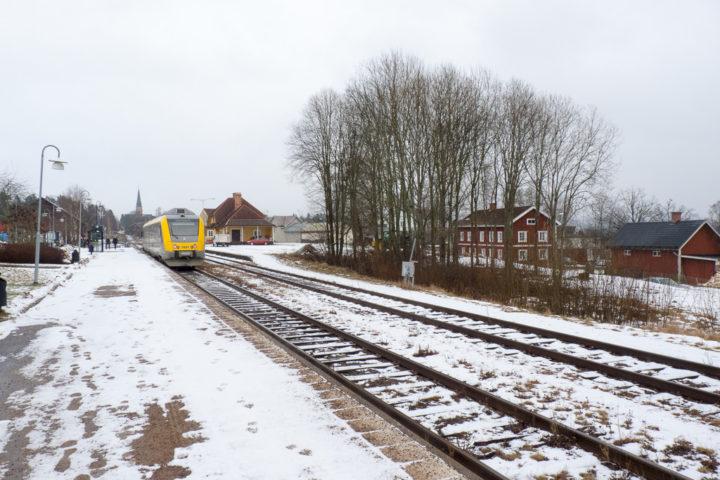 Ankunft im Bahnhof Torsby mit Schnee